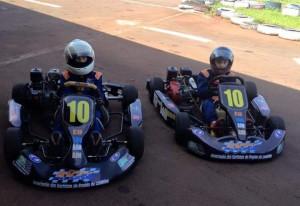 Os integrantes do Projeto Bom Aluno, Bom Piloto, em Londrina, treinam com karts da AKRL