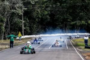 Nilton Gonçalves (kart 16) é o novo campeão de kart Vintage