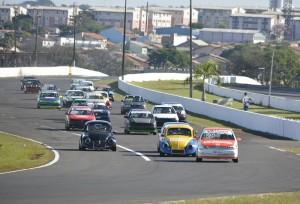 A categoria Turismo 1.6 teve um belo grid em Londrina