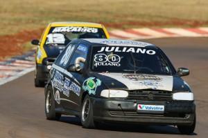 Juliano Silva, com três vitórias na temporada, é o primeiro colocado na categoria Turismo 1.600