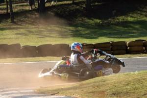 Antonio Oliveira Júnior (17) escapa ileso de acidente na última volta e vence a Super Sênior