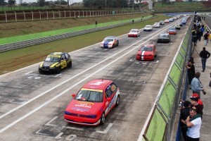 A categoria Marcas contou com 27 carros no grid