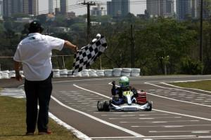 Maurício Zaffari comemora a conquista de primeiro título paranaense