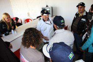 Milton Sperafico conversa com jornalistas durante sua visita ao Kartódromo Delci Damian. onde está sendo disputada a Copa Brasil de Kart