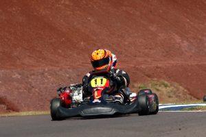 Vinicius Escarlate conquistou o terceiro lugar da categoria F-4 Graduados hoje no Kartódromo Delci Damian