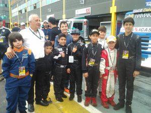 Rubens Gatti acompanhou os alunos das escolinhas na visita aos boxes da Fórmula Truck na etapa de Londrina