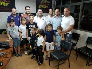 Os pais também participaram da primeira aula da Escolinha de Kart de Foz do Iguaçu
