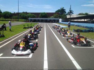 As categorias Mirim e Cadete reuniram pilotos formados na Escolinha de Kart de Londrina