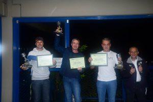 Nilton Silva (vice-campeão), Gedson Gonçalves (campeão) e Juca Lisboa (3º) exigem seus prêmios da categoria Marcas A de 2016