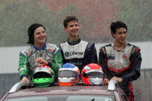 Enzo Sá (3º), Nathan Brito (campeão) e Vinicius Kwong (vice-campeão), as estrelas da categoria Novatos no Paranaense de Kart