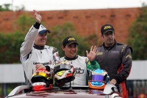 José Pontalti Júnior (vice-campeão), Mauro Júnior (campeão) e Lucas Cid (3º) na festa da vitória em Londrina
