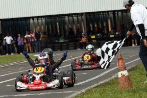 Felipe Vriesmann, de Carambeí, é o vitorioso na categoria Mirim, em uma chegada emocionante