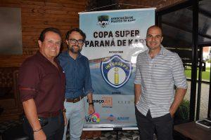 O presidente da APK, Alfredo Ibiapina; Fernando Henrique Ribas, proprietário da Intersept, patrocinadora máster da Copa Super Paraná, e o vice-presidente da entidade, Wagner Ebrahim