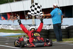 Leonil Fernandes Reis ganhou as duas baterias de hoje da categoria F-4 Super Sênior