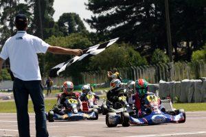 Markenson Marques comemora a vitória na categoria Máster