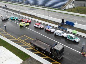 A saída dos boxes ficou congestionada na hora do treino classificatória das categorias Terra