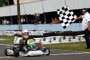 Antônio Oliveira conquistou o título da categoria Super Sênior em casa