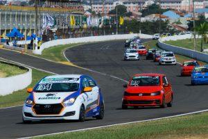 A etapa de abertura do Brasileiro de Turismo Nacional contou com 32 carros na pista