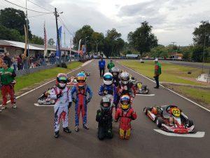 Competidores da categoria Cadete possam para fotos no grid (Foto: Divulgação)