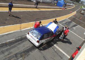 Gustavo Magnabosco abandou na prova na 14ª volta e precisa ser sexto neste domingo para ser campeão (Foto: Bispo Neto)