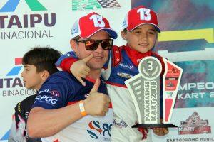 Auber Miola lidera a categoria Máster e o filho Bernardo a Cadete (Foto: Mario Ferreira)