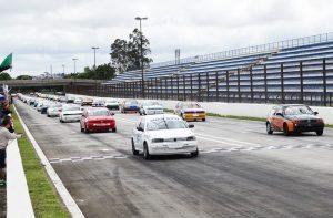 As categorias Terra colocaram 52 carros no grid (Foto: Divulgação)