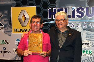 """Osmar """"Lagarto"""" Sorbara, reconhecimento por quase 50 anos de automobilismo (Foto: Mario Ferreira)"""