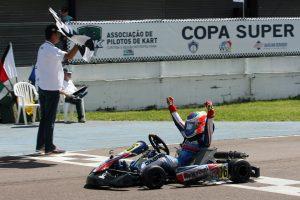 Gabriel Paiva, com uma vantagem de 11 pontos, lidera a categoria Júnior Menor (Foto: Mario Ferreira)