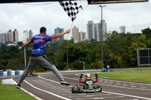Gabriel Moura levou a vitória da categoria Cadete para Santa Catarina (Foto: Mario Ferreira)