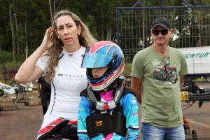 As paranaenses Aline Morelatto (F-4 Sênior) e Ana Morelatto Zanelatto (Cadete), mãe e filha no Brasileiro de Kart (Foto: Mario Ferreira)