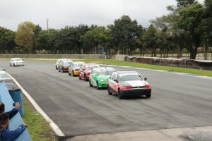 A categoria Turismo mostrou muita competitividade no autódromo de Curitiba (Foto: Divulgação)