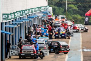 A Cascavel de Ouro é uma das provas que congestiona os boxes do Autódromo Zilmar (Foto: Vanderley Soares)
