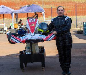 Adélia Maria Pires estreou no kart com vitória na categoria 125cc (Foto: Tiago Guedes/Divulgação)