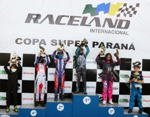 O pódio da categoria Cadete na Copa Super Paraná de Kart (Foto: Divulgação)