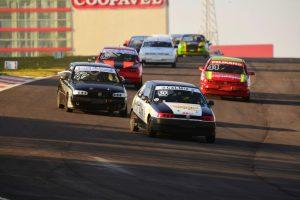 A categoria Turismo A terá excelente grid na pista curitibana (Foto: Victor Lara)
