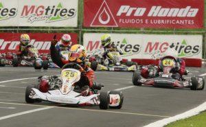 Murillo Fiore Barcellos foi campeão da categoria F-4 Graduados e neste sábado busca o título da Graduados (Foto: Genésio da Silva/Divulgação)