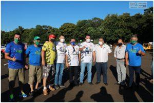O governador Ratinho Júnior com dirigentes e organizadores do Transparaná, quando foi informado das ações para a construção do autódromo de Foz do Iguaçu (Foto: Abel da Banca)