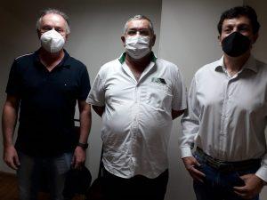 Ângelo Giombelli, Bento Tino e Renato Pompeu possam logo após a posse dos novos diretores (Fotos: Divulgação)