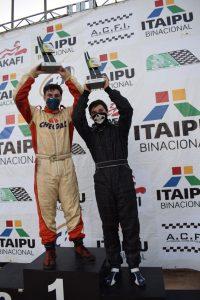 Gabriel Chemin e Nicolas Zaparoli, primeiro e segundo colocado da categoria F-4 Graduados nas duas etapas (Foto: Pablo Salazar/Divulgação)