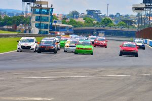 A primeira corrida de 2021 no Autódromo de Curitiba irá apontar os campeões de 2020 (Foto: Victor Lara)