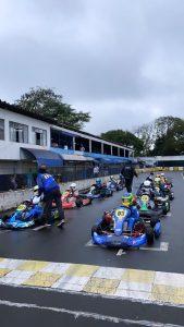 A chuva marcou a 3ª etapa do Citadino de Kart de Foz do Iguaçu/Copa Itaipu, disputada sábado (Foto: Divulgação)