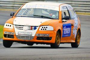 Peterson Andrade e João Manoel Teixeira Godoy formam a dupla campeão da categoria Turismo C (Foto: Victor Lara)