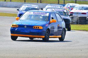 Jorge Augusto Silva largou na pole position e ganhou de ponta a ponta a categoria Turismo A na abertura da temporada em Curitiba (Foto: Victor Lara)